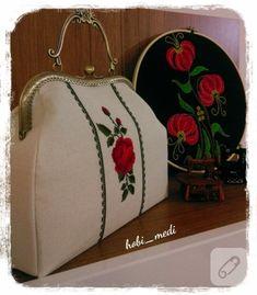 Kanaviçe işlemeli vintage çantalar