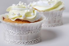 """Passion 4 baking """"Wedding Cupcakes, with fresh lemon and passion fruit / Angel Feather Icing"""