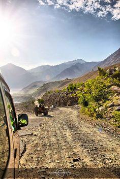 Karakoram Highway, Pakistan Karakorum Highway, Dangerous Roads, Pakistan Zindabad, Gilgit Baltistan, Scenery Pictures, What The World, Silk Road, Cool Photos, National Parks