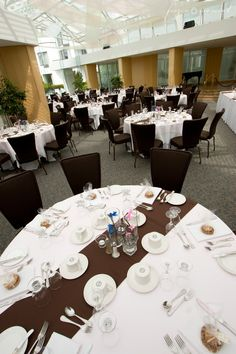 White & brown wedding decor