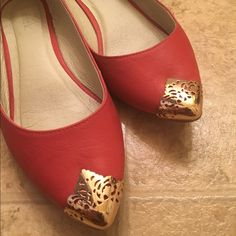 Flat shoes Coral colored flats . Pre loved in good firm price. Mark Shoes Flats & Loafers