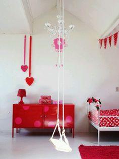 Lijkt op de kamer van Sanne. Muurklok is leuk !