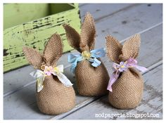 Burlap bunnies that are so easy to make.