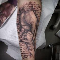 Tatuaje de antebrazo en proceso, falta matizar grises y el blanco. #tattoovalencia #tattoo #tatuaje #tatuajevalencia #hands#dad#son#padre#hijo#manos#enprogreso #inprogress