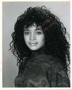 A Different World is a comical yet poignant look at student life at Hillman College. Curly Hair With Bangs, Hairstyles With Bangs, Curly Hair Styles, Hair Bangs, Lisa Bonet Cosby Show, Teeth Health, Dental Health, The Cosby Show, A Different World