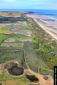 Dunes de la Baie de Wissant est située dans le département du Pas-de-Calais en région Nord-Pas-de-Calais. Située sur la Côte d'Opale, entre les caps Gris-Nez et Blanc-Nez, qui multiplie sa population par huit chaque été.Dunes Wissant Bay is located in the department of Pas-de-Calais Nord-Pas-de-Calais region. Located on the Opal Coast between Cape Gris-Nez and Blanc-Nez,it multiplies its population by eight every summer.