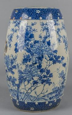 Chinese blue and white porcelain garden seat, 19th c.