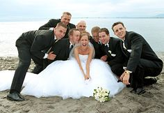 CUTE!!!!!!!! I wanna do a shot like this, and vice versa with the groom and bridesmaids!