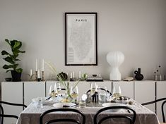 Dining Area, Dining Table, Classic Kitchen, White Rooms, Grey Walls, Interior Accessories, Beautiful Interiors, Table Linens, Decoration
