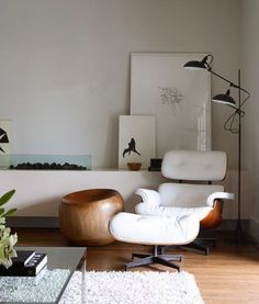 Order your White Eames Lounge Chair replica from Manhattan Home Design. A mid-century modern design classic, original design by Charles and Ray Eames. Interior Exterior, Interior Architecture, Interior Modern, Scandinavian Interior, Midcentury Modern, Deco Design, Design Design, Modern Design, Style At Home