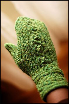 Green Autumn [Druid] Mittens by Jared Flood Vogue Knitting, Fall 2008 Knit Red: Stitching for Women's Heart Health Vogue Knitting: Mittens & Gloves Mittens Pattern, Knit Mittens, Knitted Gloves, Knitting Socks, Knitting Designs, Knitting Projects, Knitting Patterns, Wrist Warmers, Hand Warmers