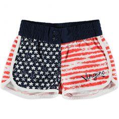 Beach-short ( Loes) van Vingino in stars en stripes look. Het broekje is voorzien van een brede elastische tailleband met drukknoopsluiting en staat super bij de 'Stars and Stripes' bikini en badpak!