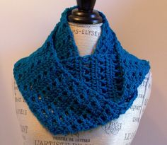 Infinity Scarf ~ The crossed double crochet is one of my favorite stitches and this infinity scarf has lots of them: free crochet pattern