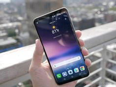 LG ha presentato il V30 due giorni fa all'IFA di Berlino, ma la società ha fornito pochissimi dettagli sulla disponibilità e sul prezzo del device. Fortunatamente però, LG potrebbe aver già rivelato indirettamente il prezzo del nuovo V30 e tutto grazie ad un concorso apparso su Twitter che...