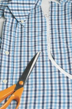 Sewing Men Clothes Butt-On Down Shirt Apron - Fabric Crafts, Sewing Crafts, Sewing Projects, Sewing Aprons, Sewing Clothes, Men Clothes, Men's Shirt Apron, Sewing Men, Old Shirts