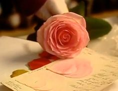 French video showing a few flower making techniques.