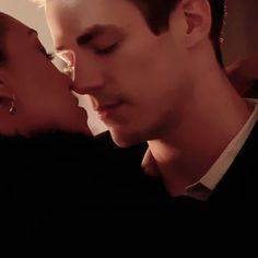 couple, kiss, and cw Bild