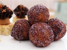 Minidonuts med kaffekräm och blåbärssocker | Recept från Köket.se