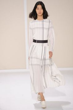 Dress with knife pleats in checked off-white crepe de Chine, belt in black calfskin, mules in off-white smooth calfskin