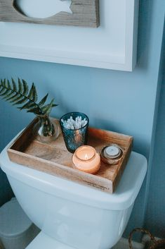 Tank Tray Tips for Your Bathroom - Decor Hint - Tips for styling your bathroom decor tank trays! Save this pin and click through for the tips! diy bathroom Genius Tank Tray Tips for Your Bathroom Decoration Bedroom, Diy Bathroom Decor, Bathroom Organization, Bathroom Storage, Bathroom Cabinets, Bathroom Interior, Bathroom Decor Ideas On A Budget, Bathroom Tray, College Bathroom Decor
