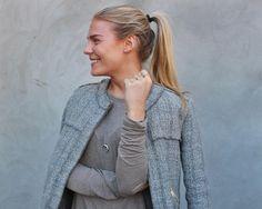 Styling by mettehogh showing Bubble Ring Sky Blue Medium Gold and Wave Ring Gold #jewellery #Jewelry #bangles #amulet #dogtag #medallion #choker #charms #Pendant #Earring #EarringBackPeace #EarJacket #EarSticks #Necklace #Earcuff #Bracelet #Minimal #minimalistic #ContemporaryJewellery #zirkonia #Gemstone #JewelleryStone #JewelleryDesign #CreativeJewellery #OxidizedJewellery #gold #silver #rosegold #hoops #armcuff #jewls #jewelleryInspiration #JewelleryInspo #accesories #DanishDesign…