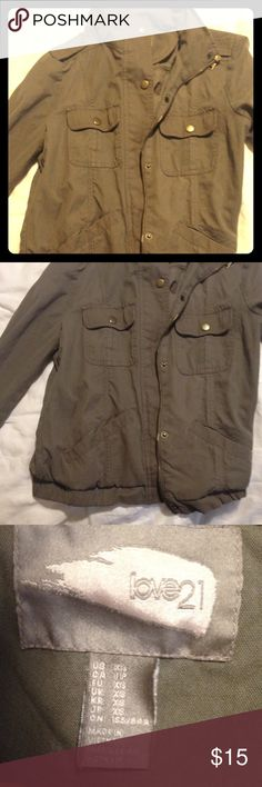 Love21 XS green cargo jacket Love21 green cargo military jacket with gold snap buttons. Forever 21 Jackets & Coats Utility Jackets