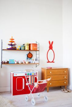 the boo and the boy: I like the idea of an old chest of drawers to store toys etc