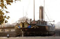 2013-10 Zonsopkomst bij Museumschip De Buffel in het Droogdok Jan Blanken (Hellevoetsluis)