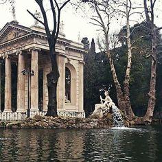 Villa Borghese Lake (Rome) #italy #rome #roma #lake #villaborghese #villaborghesegardens #gardens #garden #temple #templeaesculapius #aesculapius #temples #architecture #architectures #architecturelovers #architecturephotography #architectureloverspics #nature #parko #parka #park #parks
