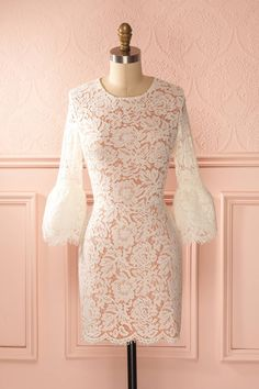 Néhara Dawn - Ivory lace fitted dress