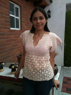 Tejida en crochet, fresca, con cuello en V