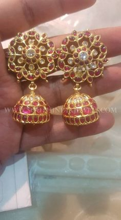 Ruby & gold jhumkas for the south India touch Antique Earrings, Antique Jewelry, Silver Jewelry, Sapphire Jewelry, Jewelry Armoire, Silver Ring, Gold Earrings Designs, Gold Jewellery Design, India Jewelry