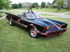 """Maybe if Burton had done """"Batman Forever,"""" that's how the Batmobile would have looked. Batman Tv Show, Batman Tv Series, Batman Batmobile, Batman 1966, Batman Car, Superman, Convertible, Automobile, Exotic Cars"""