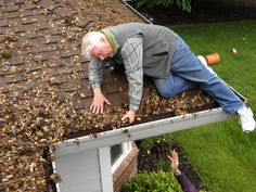Your gutters can be used to create a homemade irrigation system for your garden. But, you'll have to do regular gutter cleaning to keep it up. Roof Cleaning, Fall Cleaning, Gutter Cleaning, Rain Collection Barrel, How To Install Gutters, Lawn Sprinklers, Rainwater Harvesting, Natural Garden, Window Cleaner
