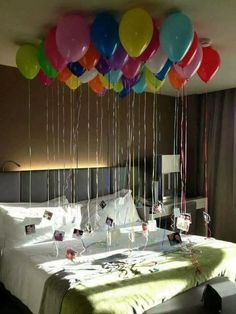 15 DIY Valentine's Day Decoration: Boyfriend Romantic Room Valentine is coming near. What do you have in mind to surprise your boyfriend? No worries. We have some DIY ideas for your boyfriend romantic room décor. Valentines Bricolage, Valentines Diy, Saint Valentine, Valentines Day Decorations, Birthday Decorations, Birthday Ideas, Diy Birthday, Birthday Gifts, Birthday Images