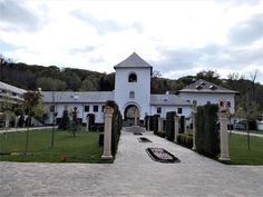"""Turismul în România: Mănăstirea """"Dintr-un Lemn"""""""