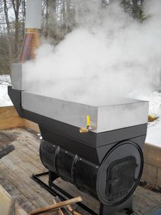 stainless steel tig welded pans, insulated arch Photo: improvement was made on this model by raising the doo. Maple Syrup Supplies, Maple Syrup Tree, Maple Syrup Evaporator, Barrel Stove, Diy Wood Stove, Sugar Bush, Sugaring, Wild Edibles, Sheet Metal