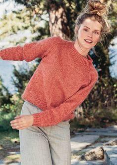 8 - Short raglan sweater, knitted in Sisu and Tynn Silk Mohair Raglan Shirts, Raglan Pullover, Hippie Pullover, Yarn Shop, Mohair Sweater, Sweater Knitting Patterns, Comfortable Outfits, Free Pattern, Knit Crochet