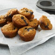 Baking a batch of healthy muffins has never been easier thanks to your blender. These recipes are quick, easy, naturally gluten-free and make perfect grab-and-go breakfasts for busy mornings. Time to bust out your blender and get baking! Mini Muffins, Mini Blueberry Muffins, Blue Berry Muffins, Blueberry Recipes, Diabetic Breakfast, Diabetic Snacks, Breakfast For Kids, Diabetic Recipes, Vegan Recipes