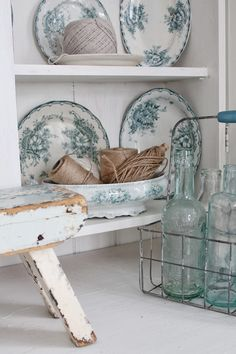 A great farmhouse look! Love the china...a great color can make all the difference ~♡