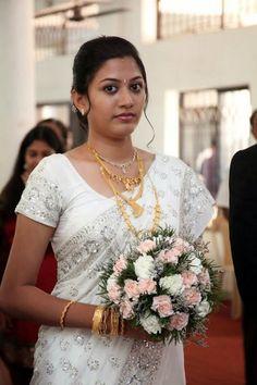South Indian actress in Saree Christian Wedding Dress, Christian Bridal Saree, Christian Bride, Saree Wedding, Wedding Dresses, Tamil Wedding, Wedding Poses, Bridesmaid Saree, Saree Poses