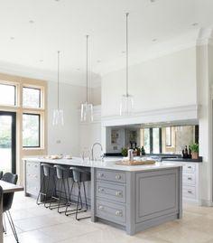 The Grange, Ascot - Luxury Bespoke Kitchen - Humphrey Munson - SQ