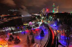 Show de luzes, esculturas de gelo, instalações de arte e tobogã gigante são algumas das atrações desses festivais de inverno em Ontário.