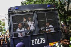 29 ditahan pada perhimpunan #TangkapNajib - http://malaysianreview.com/136604/29-ditahan-pada-perhimpunan-tangkapnajib/