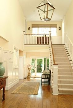 cream-- layout reminds me of Mary-Louise Parker's house in Fried Green Tomatoes Foyer Design, Small Entryways, House, Home, Entry Foyer, New Homes, House Layouts, Renovations, Parker House