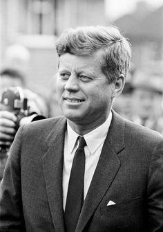 John F Kennedy assassination 50 years on Los Kennedy, Jacqueline Kennedy Onassis, John F Kennedy, Caroline Kennedy, Best Us Presidents, American Presidents, Us History, Strange History, Asian History