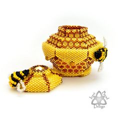Bee-ded Honeypot, Peyote Stitch Pot with Lid, pdf Tutorial, English only. Seed Bead Crafts, Beaded Crafts, Beaded Ornaments, Beading Needles, Loom Beading, Peyote Stitch Patterns, Peyote Stitch Tutorial, Peyote Beading Patterns, Bead Patterns