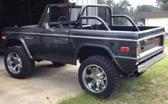Awesome Old Ford Bronco, Bronco Truck, Bronco Ii, Early Bronco, Classic Bronco, Classic Ford Broncos, Classic Trucks, 4x4 Trucks, Lifted Trucks