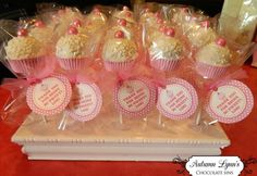 Cute cake pops at a Pink Party #pinkparty #cakepops