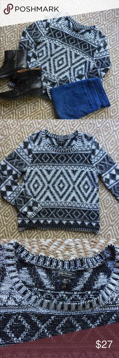 🍂Fall Must Have🍂 Lucky Brand Knit Sweater Get ready for fall with this fun knit sweater! Super cute tribal pattern and versatile black and white. Pristine condition. Lucky Brand Sweaters Crew & Scoop Necks